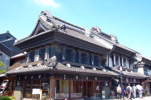 川越で心ゆくまで蔵造りの町並 みを楽しむ一日。NHK朝ドラのロ ケ店で評判のさつまいも懐石♡